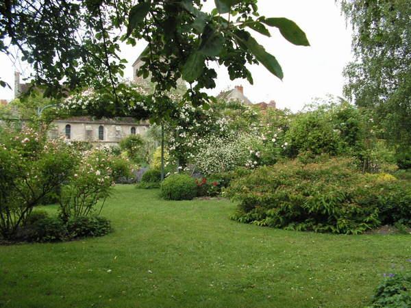 c 39 est un jardin extraordinaire entre pr s et champs. Black Bedroom Furniture Sets. Home Design Ideas