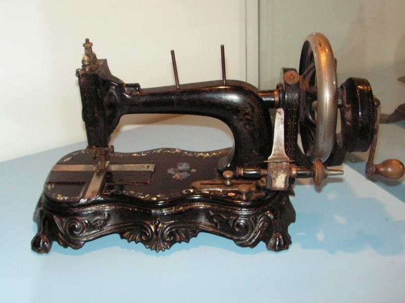 quelques vieilles machines coudre chez marie jeanne. Black Bedroom Furniture Sets. Home Design Ideas