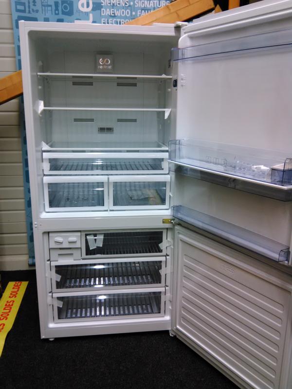 frigo congelateur blanc le monde selon ray zab. Black Bedroom Furniture Sets. Home Design Ideas