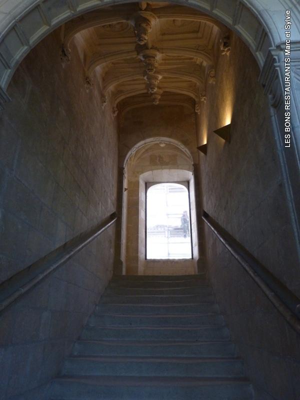 Azay le rideau 37 le grand escalier d 39 honneur les bons - Restaurant les grottes azay le rideau 37 ...