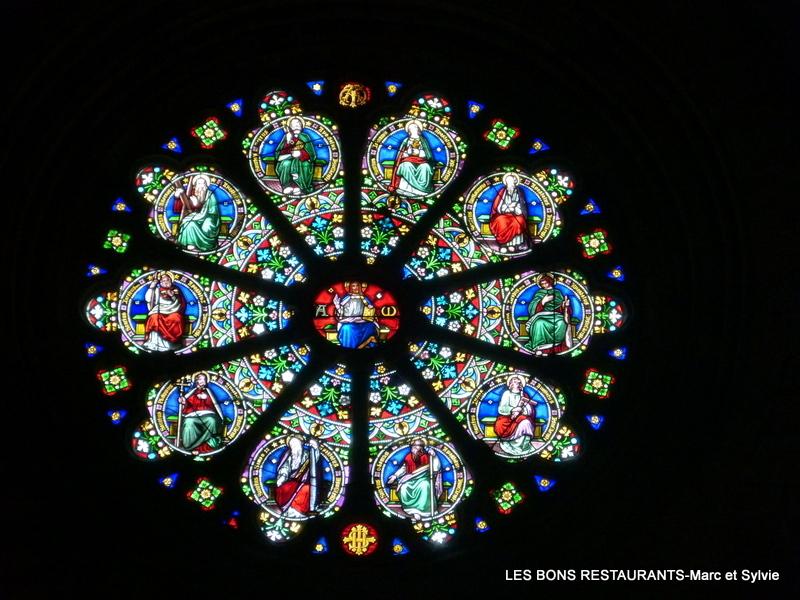 LES VITRAUX Blog-33757-figeac46-eglise-saint-sauveuriv-les-vitraux-130715194028-7782452936
