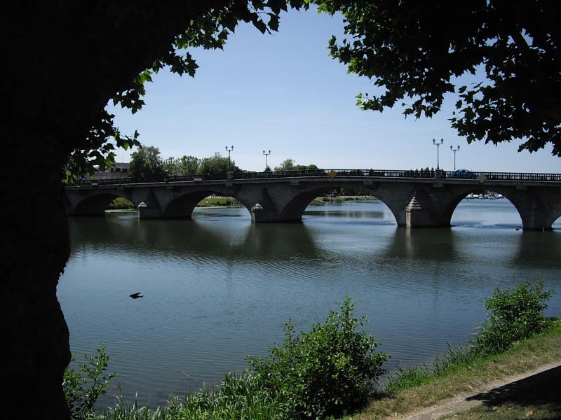 Joigny 89 ville d 39 art et d 39 histoire les bons restaurants for Piscine de joigny