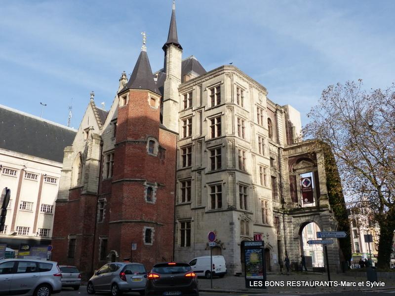 Lille59 Le Palais Rihour Ou Loffice Du Tourisme Les Bons
