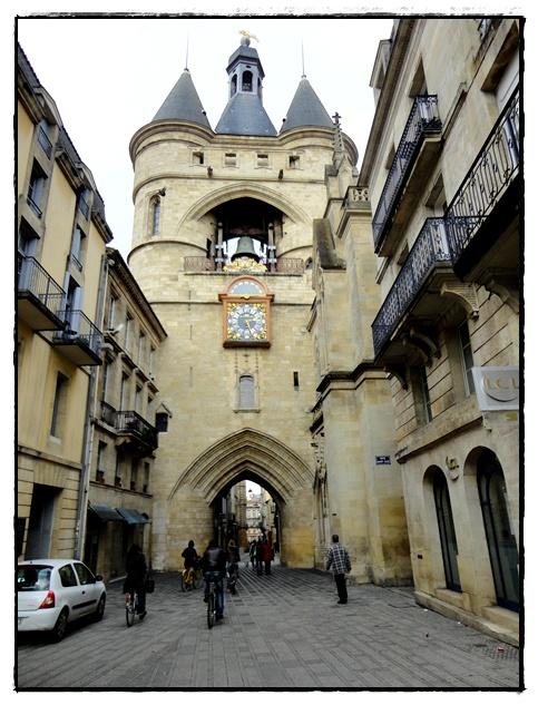 A bordeaux la porte saint eloi dite la grosse cloche 30 for Appartement bordeaux grosse cloche