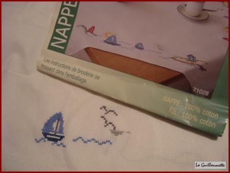 petite nappe pour la table du salon la guillaumette. Black Bedroom Furniture Sets. Home Design Ideas