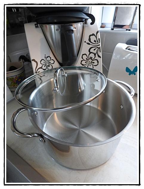 le recyclage du tonneau en bac fleurs 22 juin 2012 la guillaumette. Black Bedroom Furniture Sets. Home Design Ideas