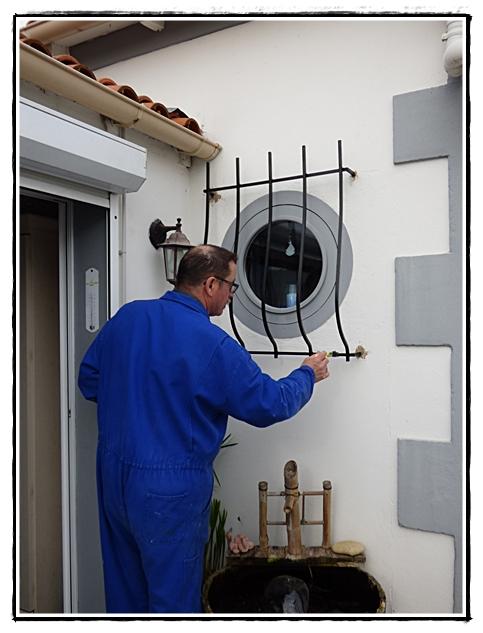 Une grille pour l 39 oeil de boeuf 9 mars 2017 la guillaumette - Peindre une grille en fer ...