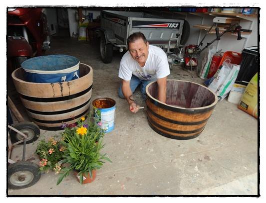 Le recyclage du tonneau en bac fleurs 22 juin 2012 la guillaumette - Couper une video en deux ...