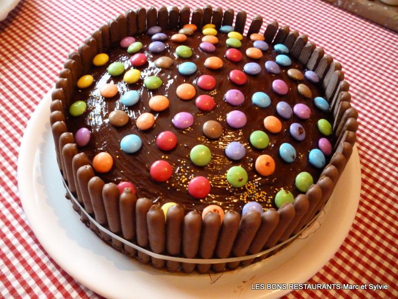 Gateau D Anniversaire Chocolat Smarties Et Fingers Les