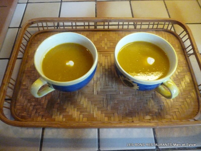 Soupe rapide au potiron poireau et curcuma les bons restaurants - Soupe potiron cocotte minute ...