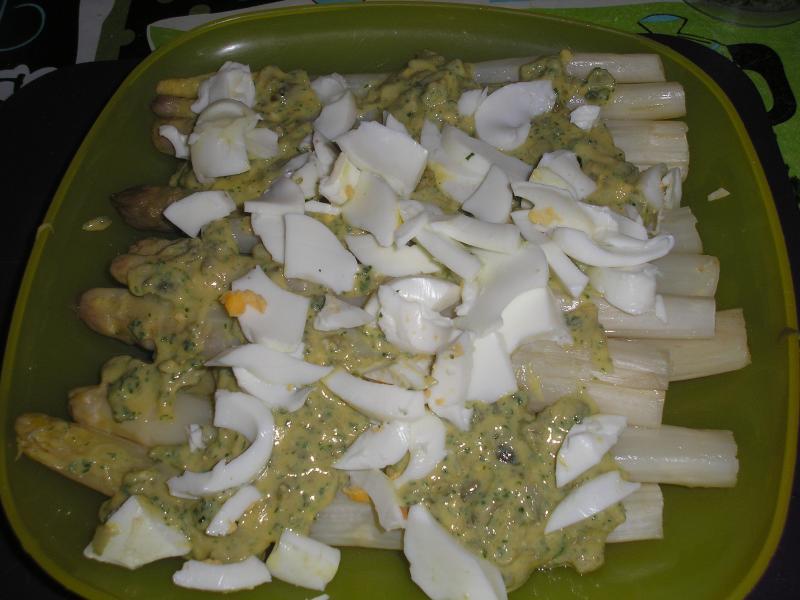 asperges blanches sauce gribiche victorine en cuisine. Black Bedroom Furniture Sets. Home Design Ideas