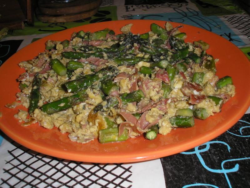 Brouillade d 39 asperges et jambon victorine en cuisine - Cuisiner les asperges vertes ...