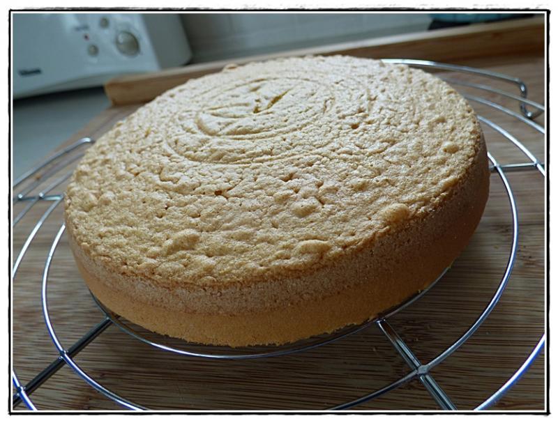 Le sponge cake aux fraises la guillaumette - Mon thermomix ne pese plus ...