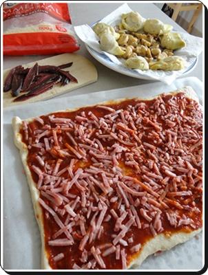 Pizza Au Magret De Canard Seche Et Fonds D Artichauts La Guillaumette
