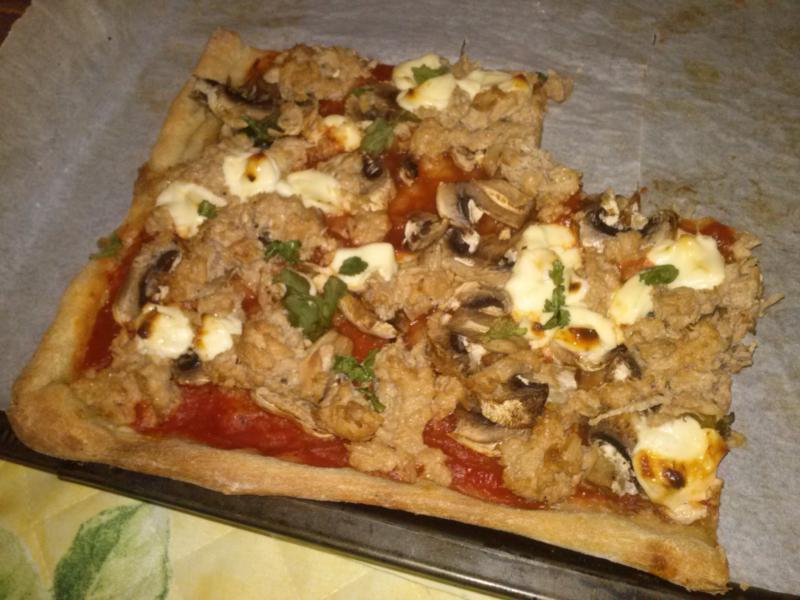 recette pizza au thon champignons et vache qui rit recette pizza au thon champignons et vache. Black Bedroom Furniture Sets. Home Design Ideas